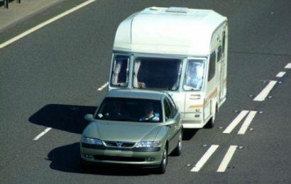 Este suficient permisul de categorie B pentru a tracta o rulota sau alte masini?
